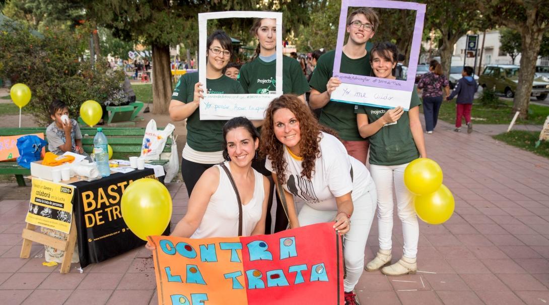 Internos de derechos humanos en Argentina durante una campaña contra el tráfico de personas.